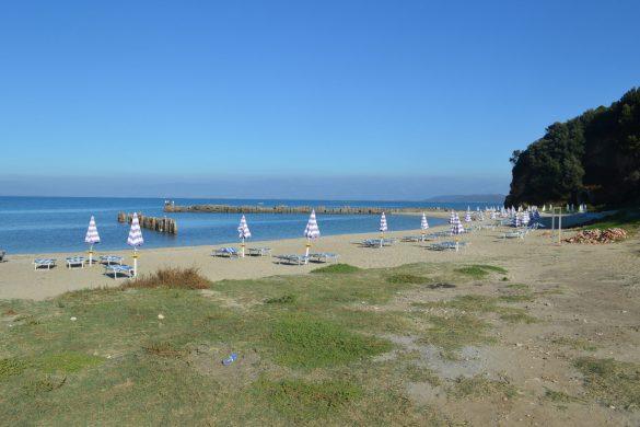strand bij de kaap van Rodon