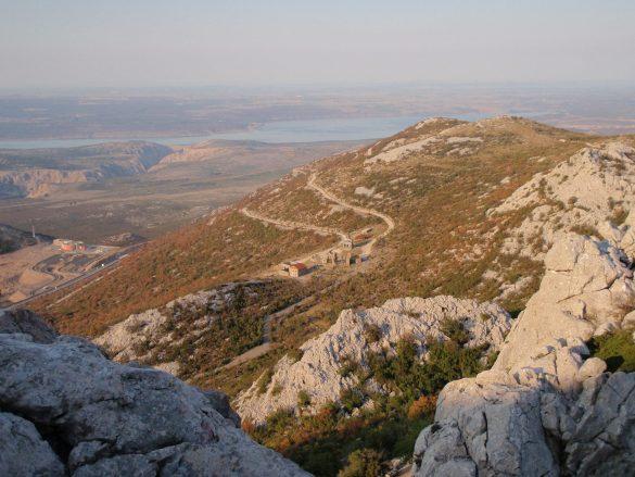 uitzicht op het heiligdom, de snelweg en de Kornaten