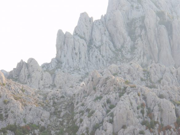onverharde bergpas in Kroatië