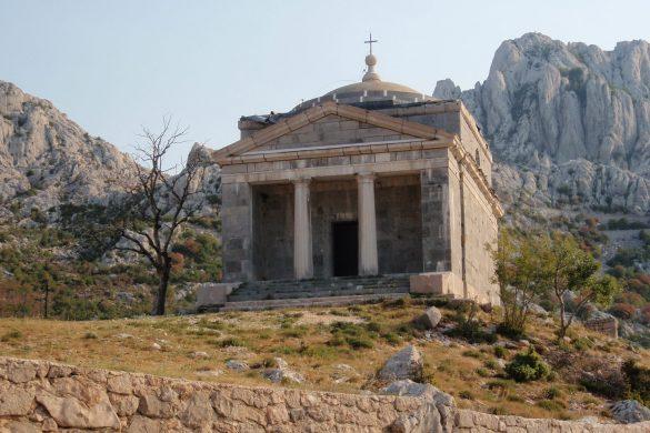 Katholiek heiligdom in het Velebitgebergte in Kroatië