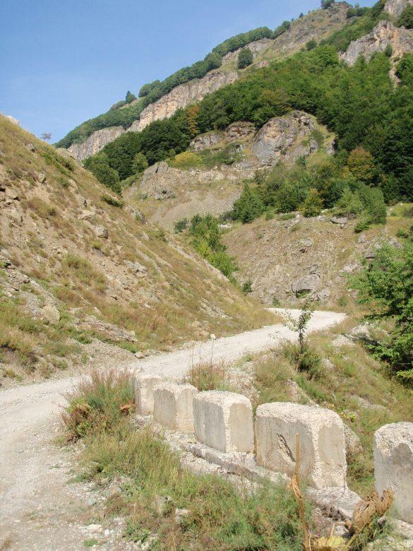 weg naar grenspost Kosovo