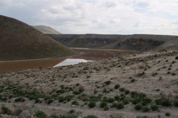 kamperen in een krater