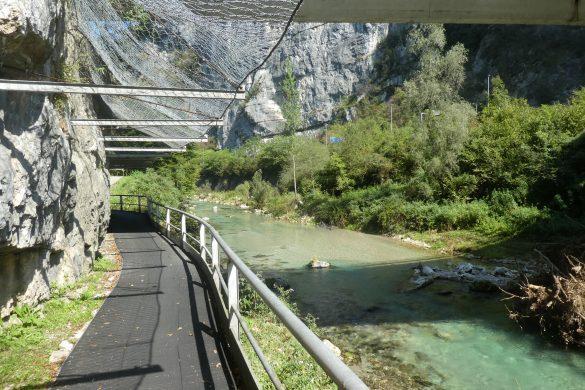 fietsroute langs de blauwgroene Brenta